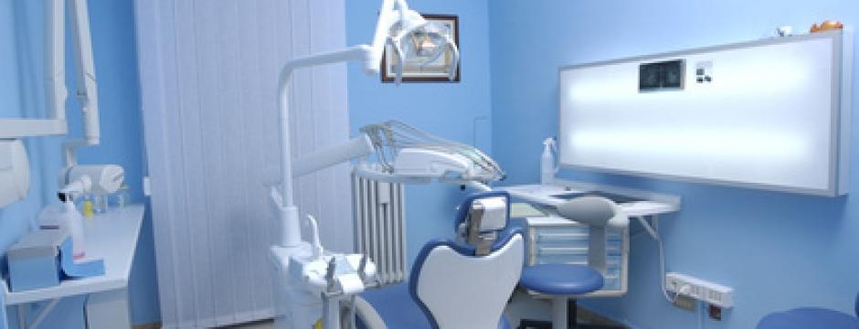 implant dentaire hongrie soins dentaires hongrie dentiste. Black Bedroom Furniture Sets. Home Design Ideas